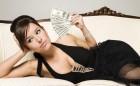 femeile si banii