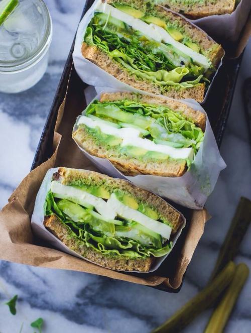 idei originale si sanatoase de mic-dejun, alimentatie sanatoasa, sandvis branza si verdeata